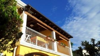 Sardinien, Ogliastra, Comune Baunei, Santa Maria Navarrese, Casa Mare e Monti, Ferienwohnung Giallo, Balkon
