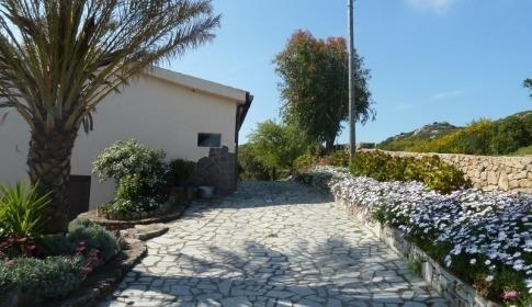 Auffahrt zur Villa Maddalena