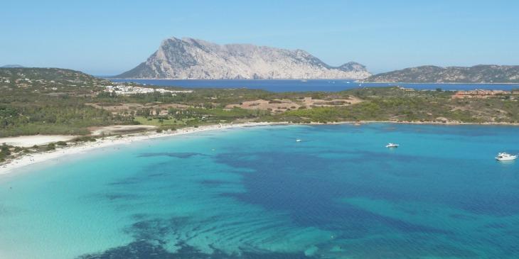 Anreise per Flugzeug nach Sardinien