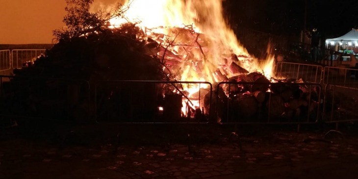 Sant'Antonio Feuer auf Sardinien