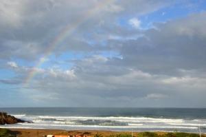 Regenbogen am Strand von Porto Alabe