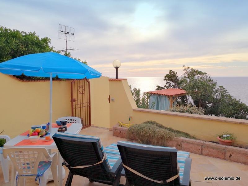 Ferienhaus in Sardinien, Abendstimmung in Laguna blu auf der Terasse