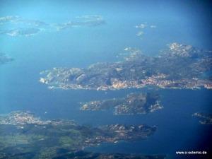 Flug über Sardinien, la Maddalena, Gallura